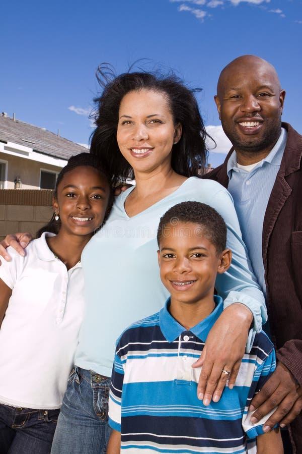 Portret van een gelukkige Afrikaanse Amerikaanse familie royalty-vrije stock foto