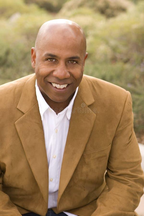 Portret van een gelukkige Afrikaanse Amerikaanse mens royalty-vrije stock afbeelding