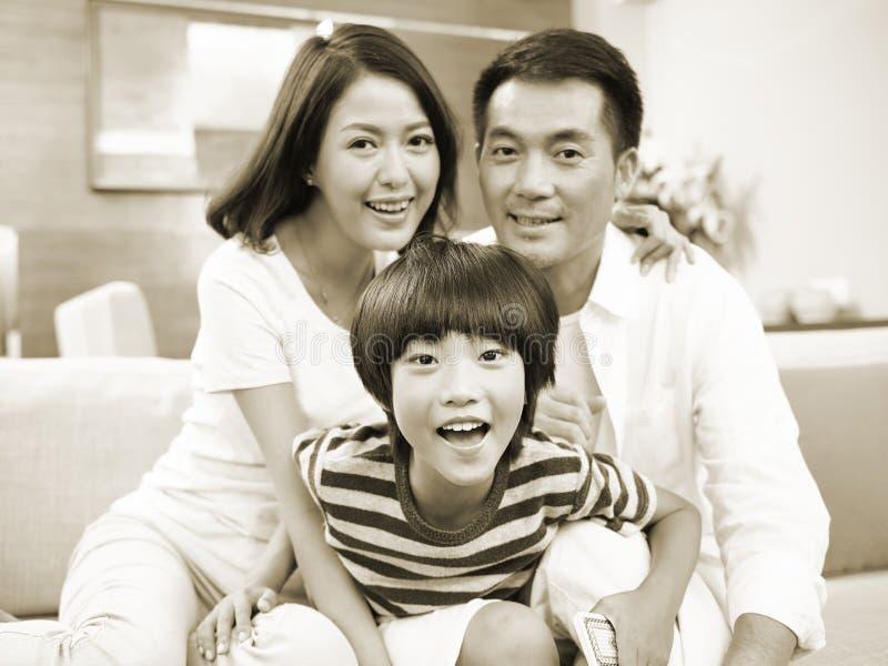 Portret van een gelukkige Aziatische familie stock foto