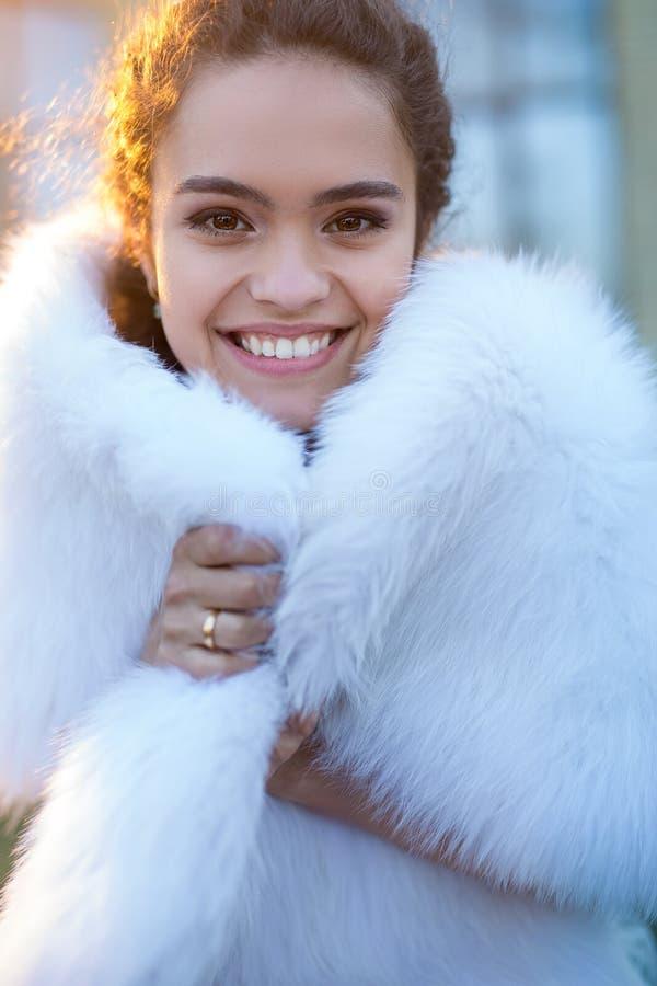 Portret van een gelukkige bruid royalty-vrije stock foto's