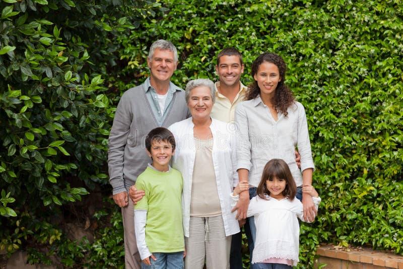 Portret van een gelukkige familie stock afbeeldingen