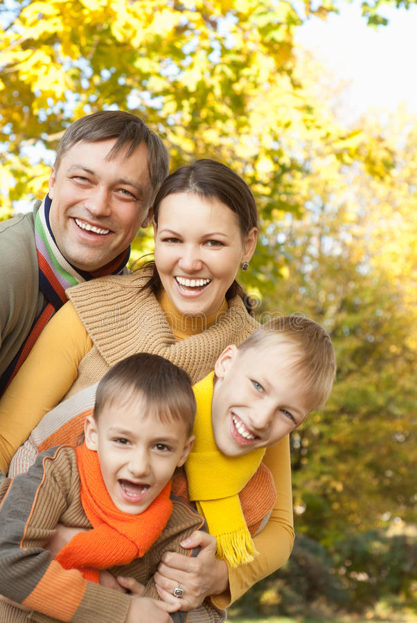 Portret van een gelukkige familie royalty-vrije stock fotografie