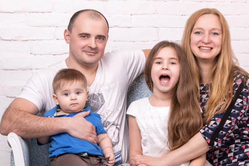 Portret van een gelukkige familie royalty-vrije stock afbeelding