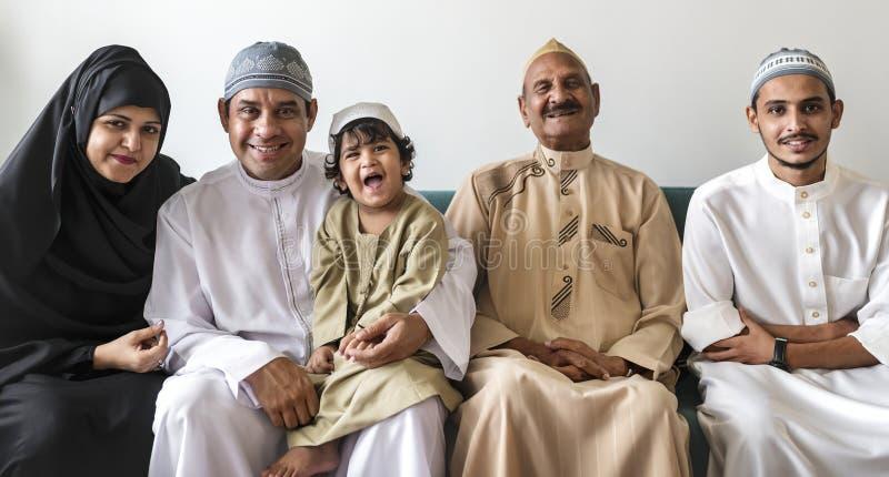 Portret van een gelukkige familie van het Middenoosten royalty-vrije stock fotografie