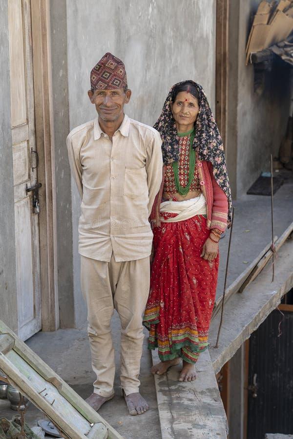 Portret van een gelukkige Indische familie die in de stad Devprayag dichtbij de rivier Ganga, India leeft Sluit omhoog royalty-vrije stock afbeeldingen