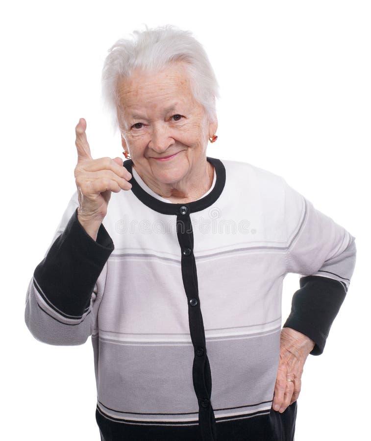Portret van een gelukkige oude vrouw die naar omhoog richten royalty-vrije stock afbeelding