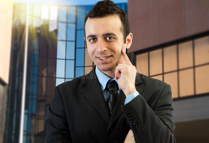 Portret van een glimlachende zakenman stock afbeeldingen