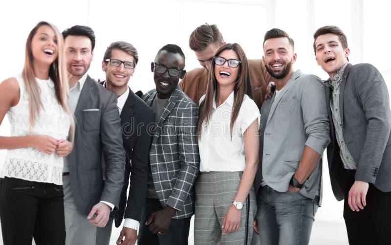 Portret van een groep belangrijke specialisten van een succesvol bedrijf stock afbeelding