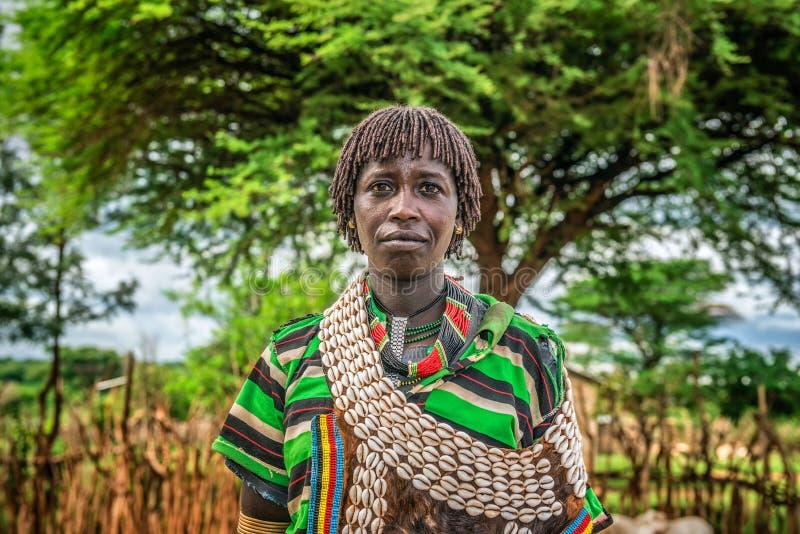 Portret van een hamar vrouw in Zuid-Ethiopië royalty-vrije stock foto's