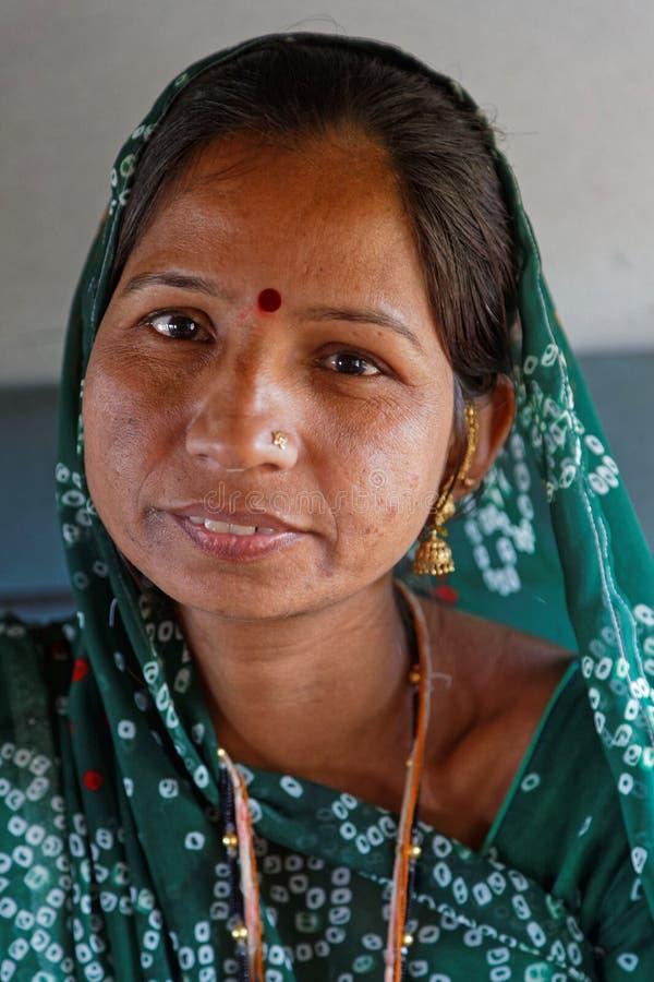Portret van een Indische jonge vrouw stock afbeeldingen