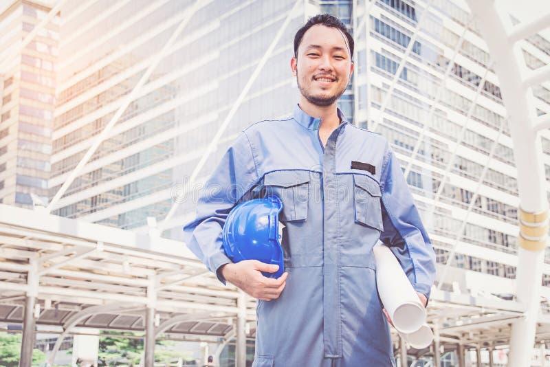 Portret van een ingenieur op het werk royalty-vrije stock afbeelding