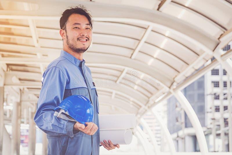 Portret van een ingenieur op het werk stock foto