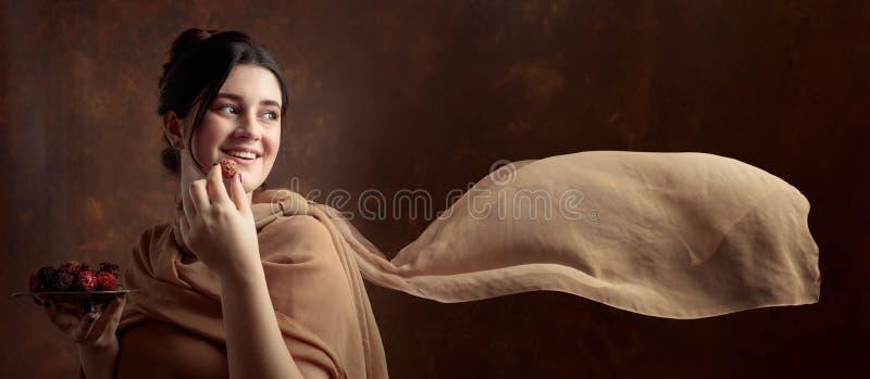 Portret van een jong mooi meisje met chocolade royalty-vrije stock fotografie