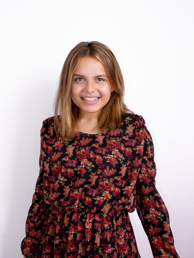 Portret van een jong mooi meisje Prachtig glimlachend Met licht-donkere huidkleur royalty-vrije stock foto's