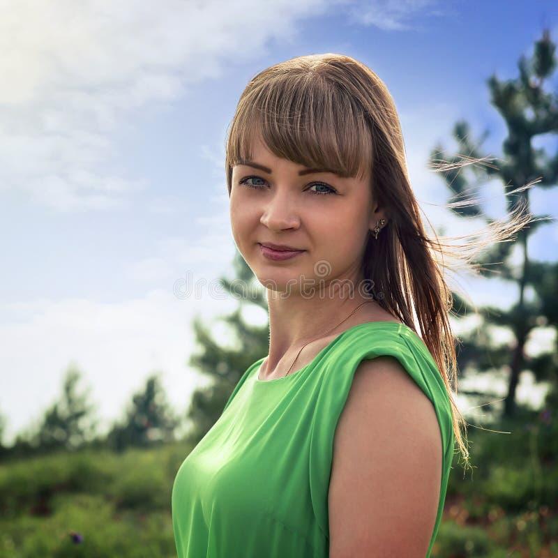 Portret van een jong sensueel blonde in openlucht royalty-vrije stock fotografie