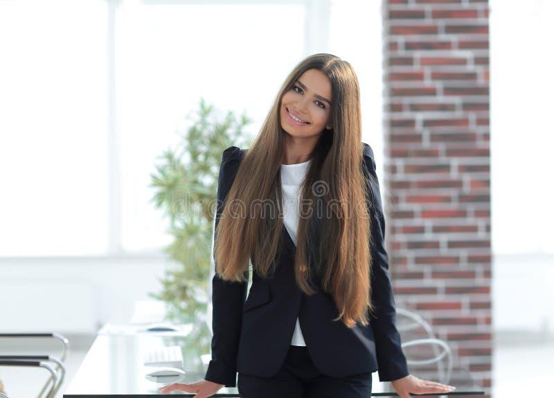 Portret van een jonge bedrijfsvrouw stock fotografie