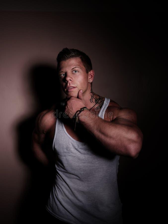Portret van een jonge bodybuilder stock foto's
