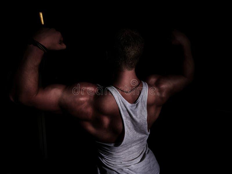 Portret van een jonge bodybuilder stock fotografie