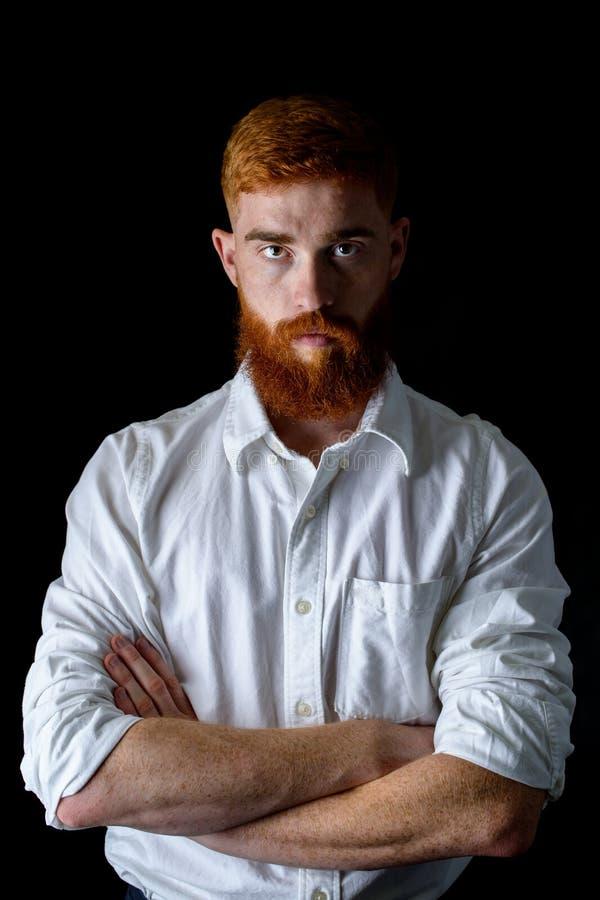 Portret van een jonge brutale kerel stock foto's