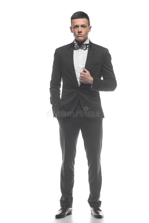 Portret van een jonge die zakenman op witte achtergrond wordt geïsoleerd royalty-vrije stock afbeeldingen