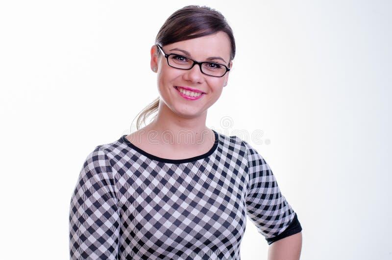 Portret van een jonge donkerbruine secretaresse/een leraar of een bedrijfsvrouw stock fotografie