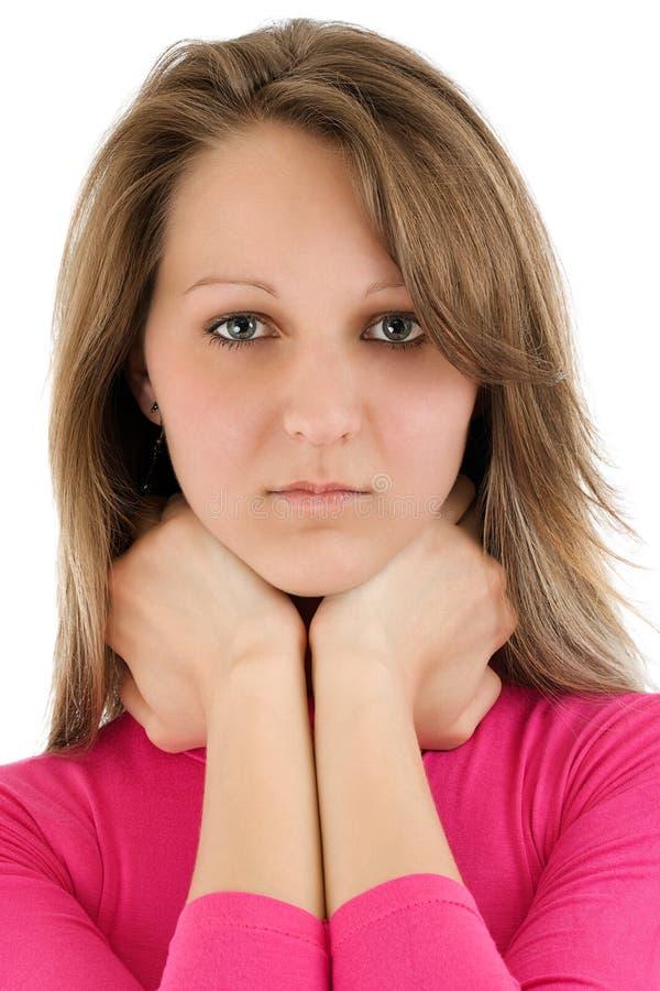 Portret van een jonge ernstige vrouw stock afbeelding