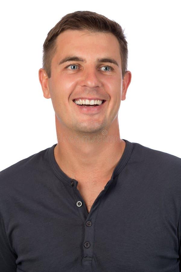 Portret van een jonge glimlachende mens dicht omhoog stock foto