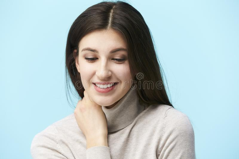 Portret van een jonge Kaukasische vrouw stock afbeelding