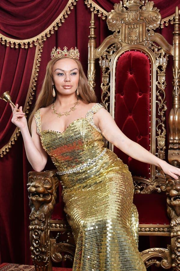 Portret van een jonge koningin met klok stock afbeeldingen