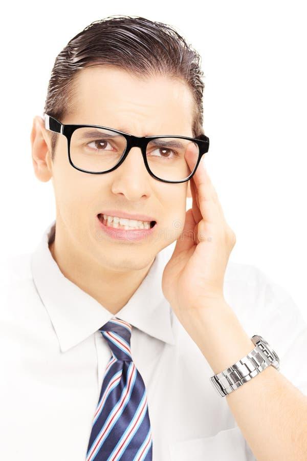 Portret van een jonge mens die een tandpijn hebben stock afbeeldingen