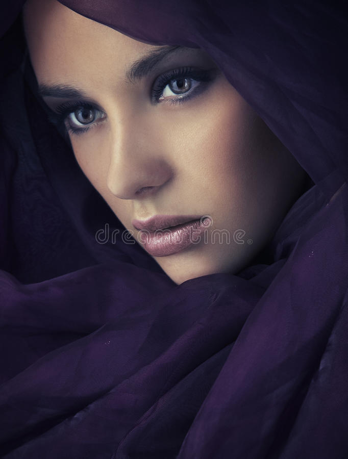 Portret van een jonge schoonheid royalty-vrije stock afbeeldingen