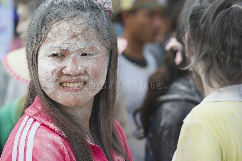 Portret van een jonge vrouw die van Laos Lao New Year in Luang Prabang, Laos vieren royalty-vrije stock foto