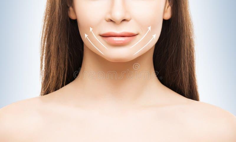 Portret van een jonge vrouw met pijlen op haar gezicht royalty-vrije stock foto
