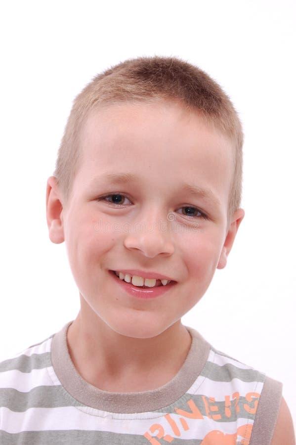 Portret van een jongen die camera bekijkt stock foto