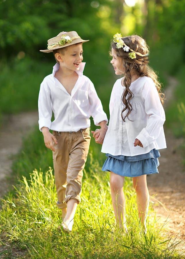 Portret van een jongen en een meisje stock afbeelding