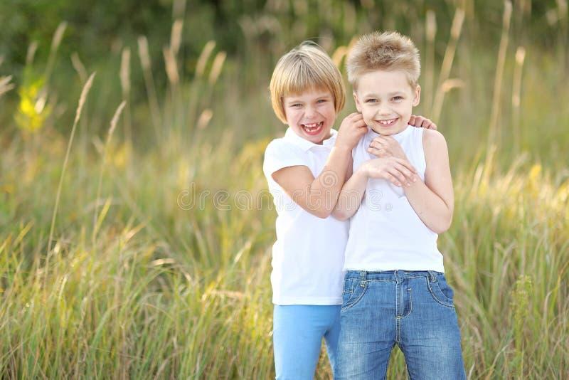 Portret van een jongen en een meisje royalty-vrije stock foto's