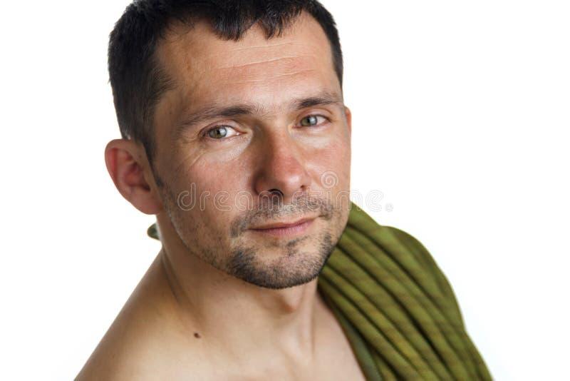 Portret van een klimmer met kabel op zijn schouder op witte achtergrond stock afbeelding