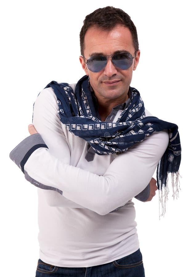 Portret van een knappe rijpe mens met zonglazen stock fotografie