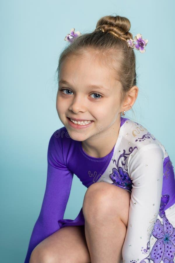 Portret van een leuk meisje zeven jaar royalty-vrije stock fotografie