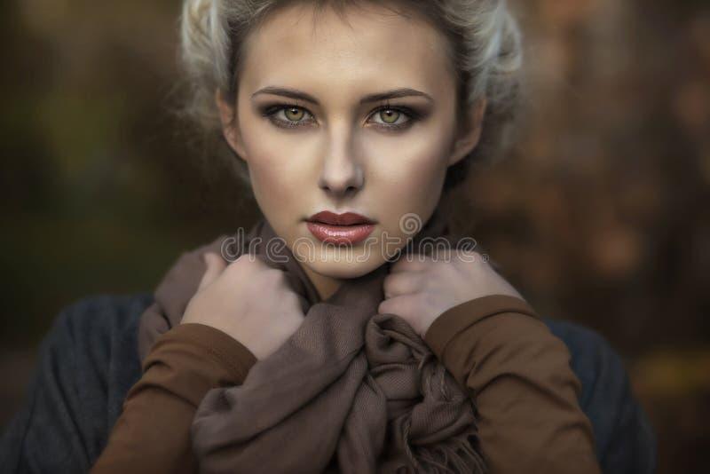 Portret van een leuke blondie stock afbeelding