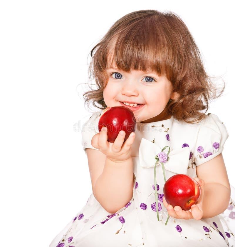 Portret van een meisje dat appelen eet stock afbeelding