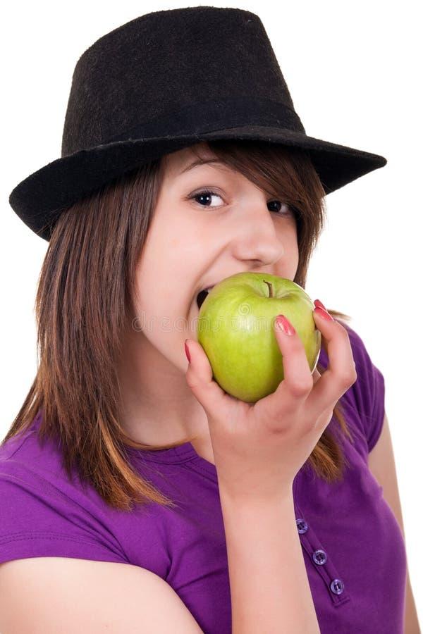 Portret van een meisje dat een appel eet royalty-vrije stock foto's
