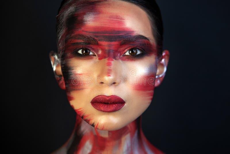 Portret van een meisje van Europese Aziatische verschijning met make-up stock afbeelding