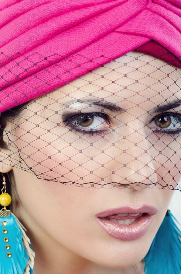 Portret van een meisje met versluierd gezicht royalty-vrije stock afbeeldingen