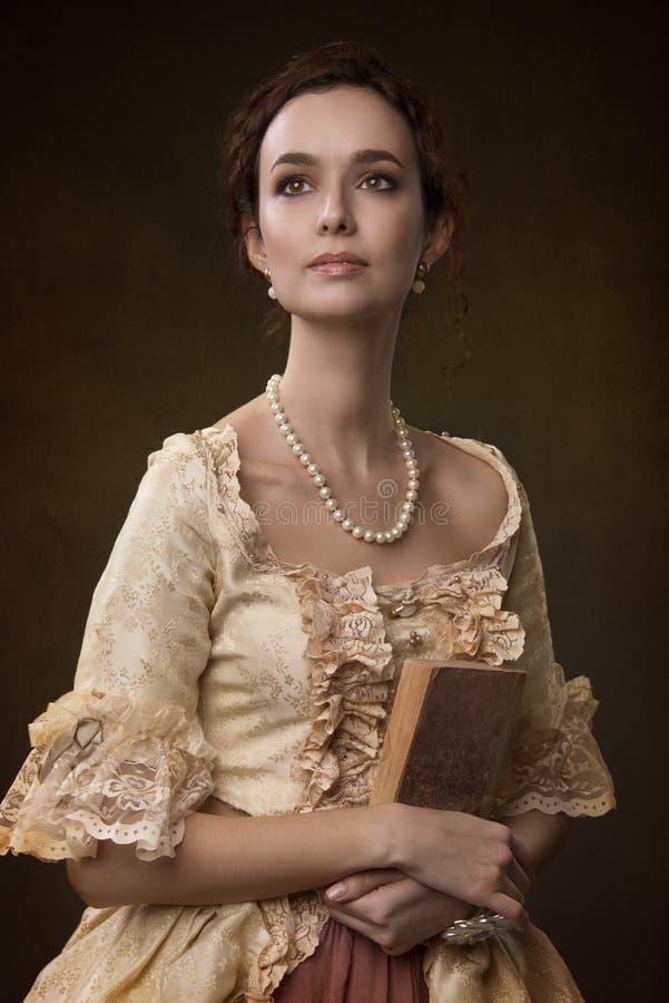Portret van een meisje in middeleeuwse kleding royalty-vrije stock fotografie