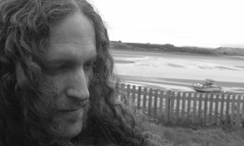 Portret van een Mens die aan het Recht kijken royalty-vrije stock fotografie