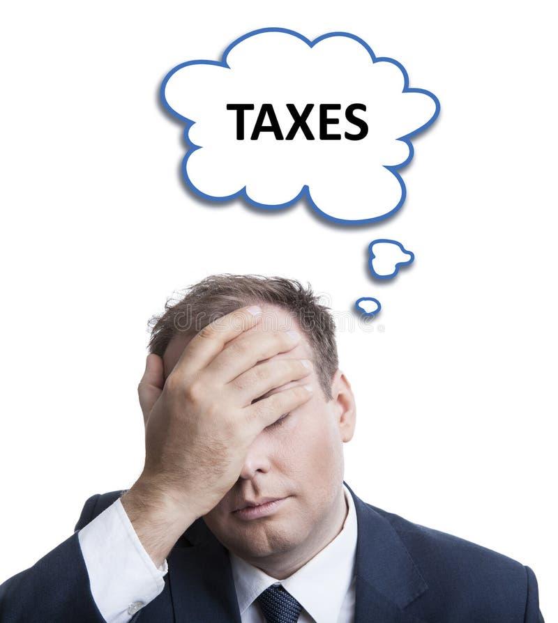 Portret van een mens die over belastingen met een wolk denken stock foto