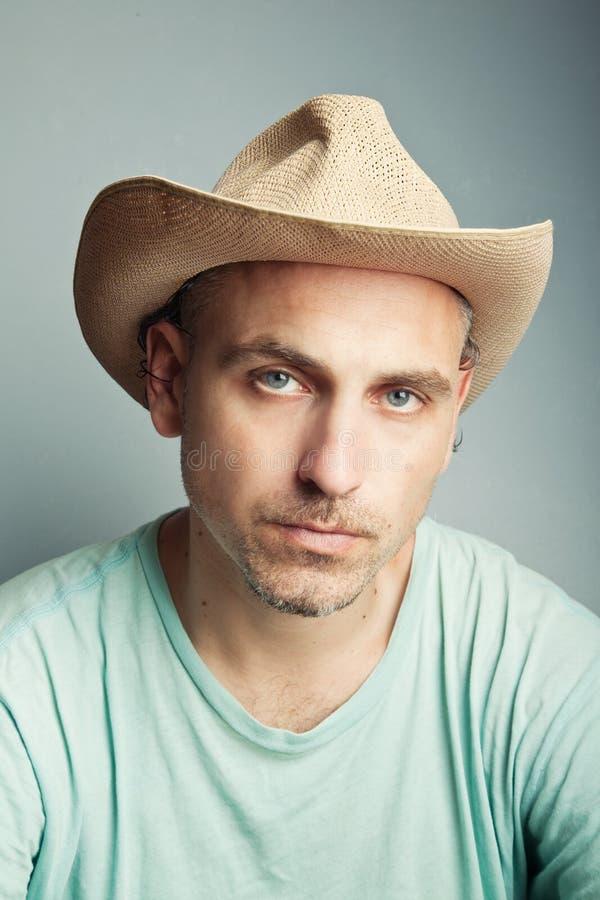 Portret van een mens in een cowboyhoed stock foto's