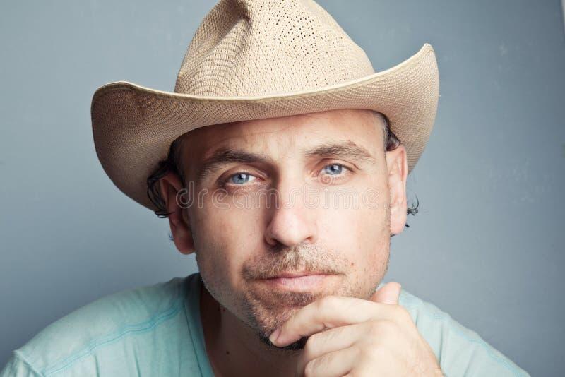 Portret van een mens in een cowboyhoed stock afbeeldingen