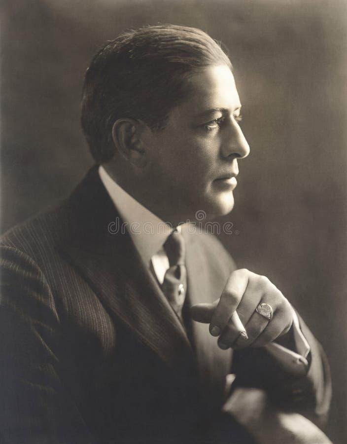 Portret van een mens met sigaret stock fotografie